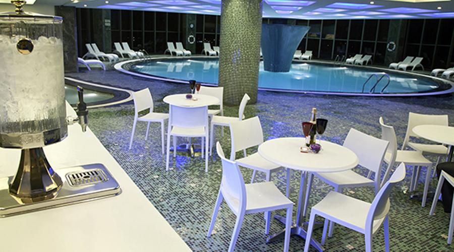 648 68 hotel bozorg shiraz spa pool 23386367 - هتل قصر طلائی