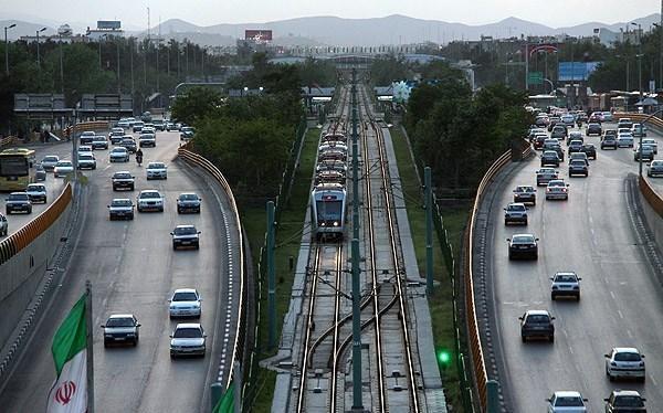 Mashhad Metro   passing mellat park station - متروی مشهد را مثل یک بومی بشناسید